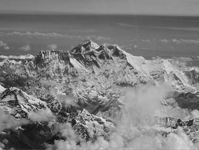 Everest distant
