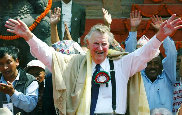 New Zealand's Sir Edmund Hillary, 83, greets Nepali people at the Hanuman Dhoka Durbar Square May 27, 2003